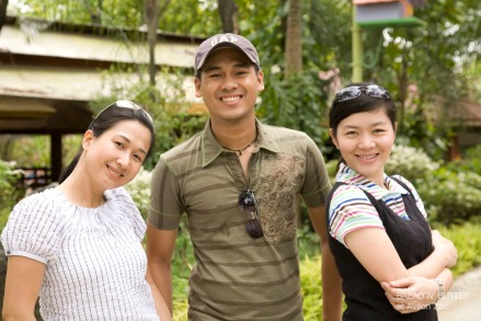 Arlene Razon (L), Rodel Flordeliz (C), Kitt Meily (R) in Avilon Zoo (Photo by Daniel Razon)